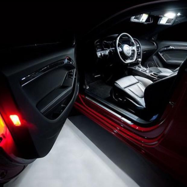 La retombée de plafond à led d'intérieur de la Volvo V60 12-14