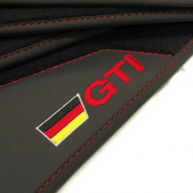 Le stuoie del pavimento, in Pelle Volkswagen Golf GTI