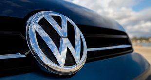 Volkswagen-logo-on-2015-Volkswagen-Golf-SportWagen-02-500x330