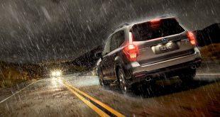 consejos para conducir seguro bajo la lluvia